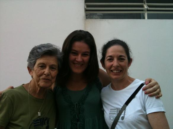 Josette Feres, eu e Claudia Feres na Escola de Música de Jundiaí, em Fevereiro de 2011, n dia do lançamento CD Bebê, Música e Movimento.