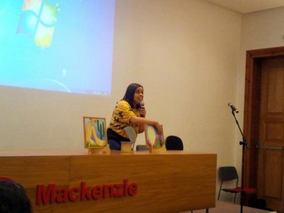Intervenção poética por Roseli Behaker Garcia. Foto de Anna Rita Araújo.